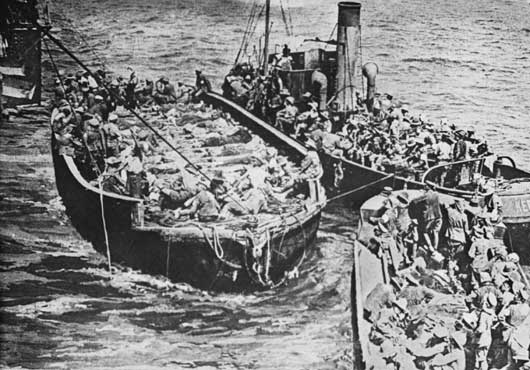 Evacuation of the wounded from Anzac Cove on barges (AWM C02679).
