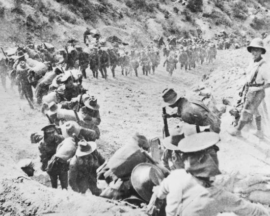 The 21st Battalion marching up Monash Gully after arriving at Gallipoli (AWM A00742).
