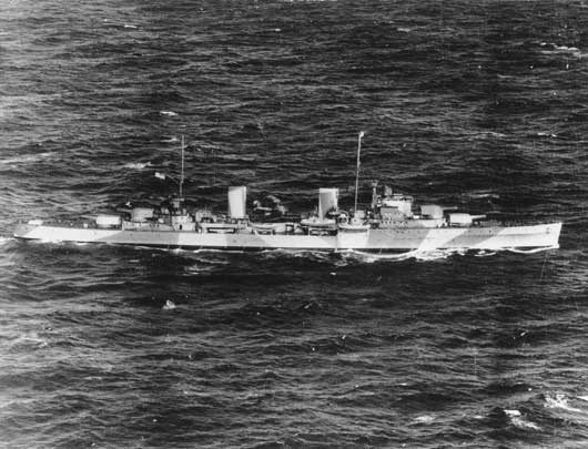 Starboard side view of the cruiser HMAS Sydney in August 1941 (AWM 301407).