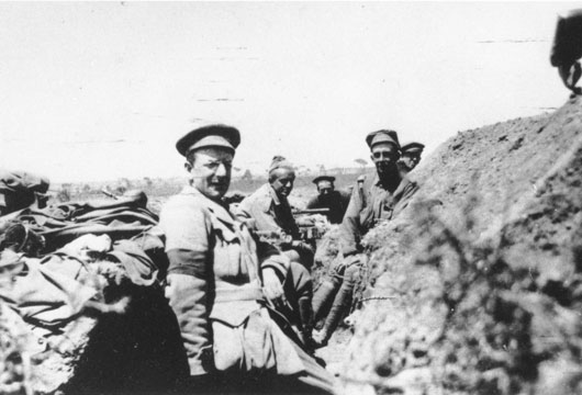 Lester Lawrence, English war correspondent for Reuters, in a trench at Helles (AWM A05394).