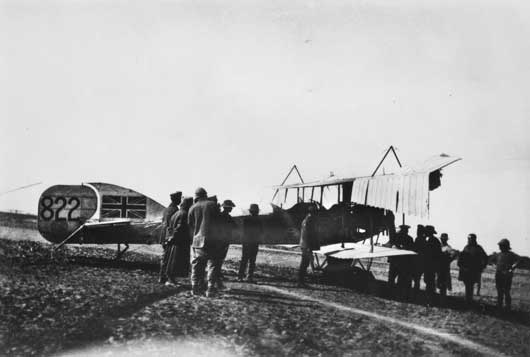 Members of the Half Flight gather around a Short 827 seaplane, which has been converted to land bomber configuration (AWM A04135).