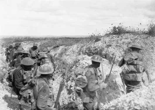 Members of the 6th Australian Infantry Brigade moving along a communication trench in the renewed assault upon Mont St Quentin (AWM E03139).