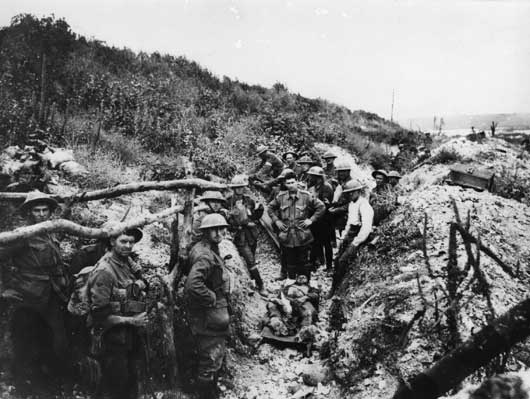Unidentified members of the 28th Battalion on their way to take part in the operations at Mont St Quentin (AWM E03205).