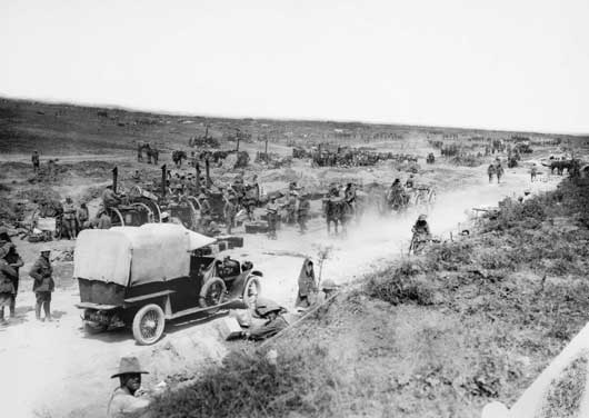 A busy scene in Sausage Valley during the fighting near Pozieres (AWM EZ0113).