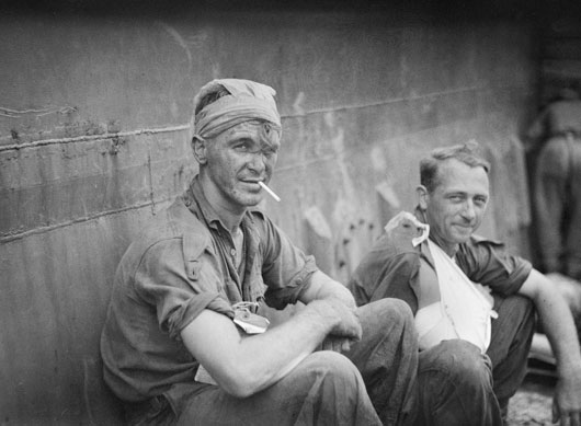 Private H.J. Adams and Lieutenant A.G. Mawson awaiting evacuation with other members of the 14/32nd Infantry Battalion (AWM 079861).