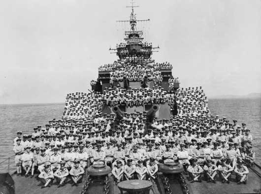 Group portrait of the ship's company of the County class heavy cruiser, HMAS Canberra (AWM P04992.001).