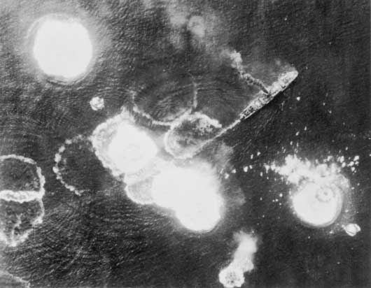 Allied air forces attack Japanese ships during the Battle of the Bismarck Sea (AWM 128159).