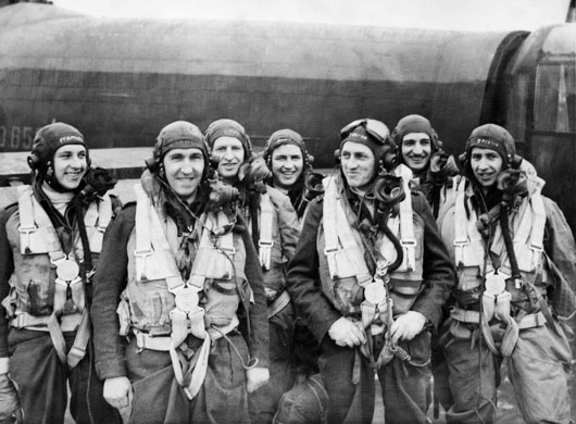 A bomber crew of 460 (Lancaster) Squadron RAAF, pictured at RAF Station Binbrook (AWM 081318).