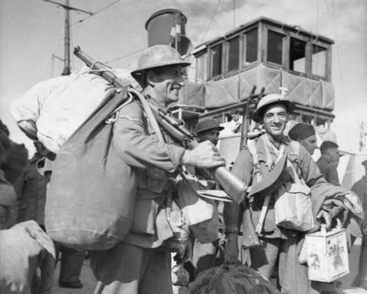 Lance Corporal R. Willots arriving in Crete following the evacuation of Allied forces from the Greek mainland (AWM 007805).