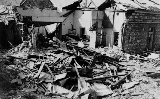 The ruins of the post office after the first Japanese raid on Darwin (AWM 044607).