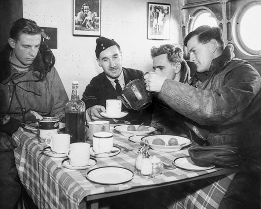 Crewmembers of a Sunderland flying boat squadron enjoying an in-flight meal (AWM 003496).