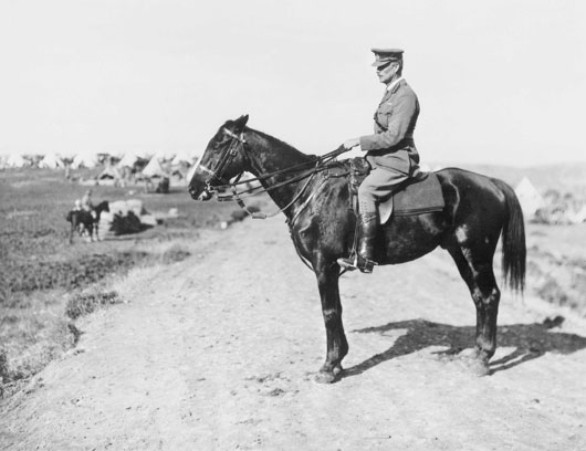 A portrait of Brigadier General Grant of the 4th Australian Light Horse Brigade on his mount (AWM B00754).