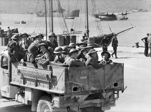 Part of an Australian and NZ hospital arrives safely in Crete, following evacuation from Greece (AWM 007614).